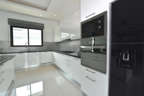 26 Fully fitted EU style kitchen