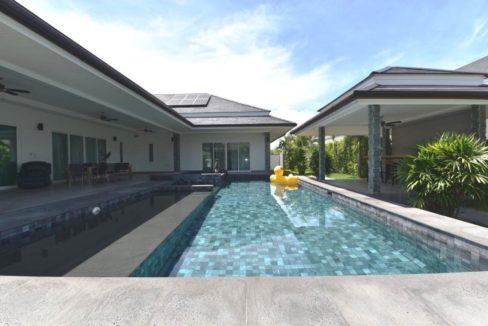 03 5x12 meter pool with jacuzzi and wetdeck