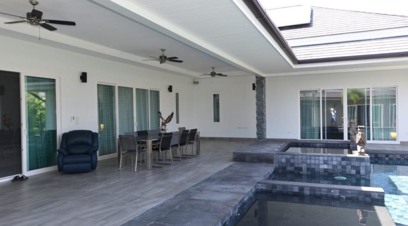 04B Fully covered furnished patio