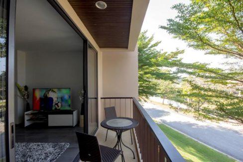 12 Living room balcony