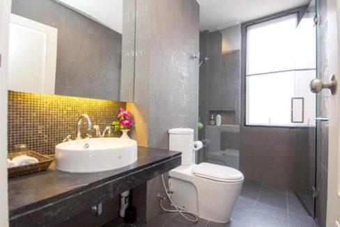 45 Ensuite bathroom 2 1