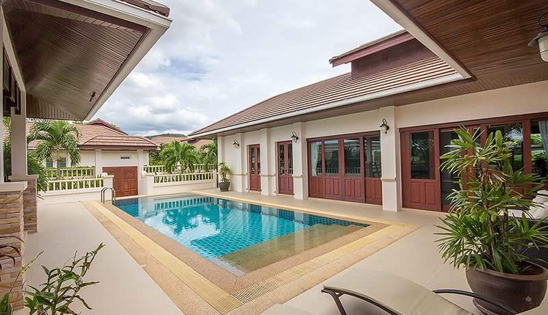 03 Great patio and pool environment