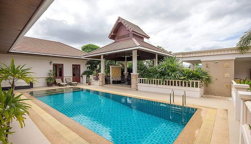 04 Large swimming pool