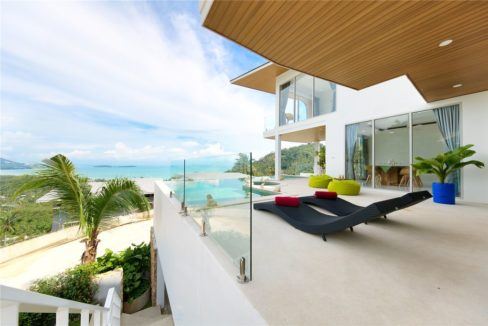 06 Balcony with great seaview