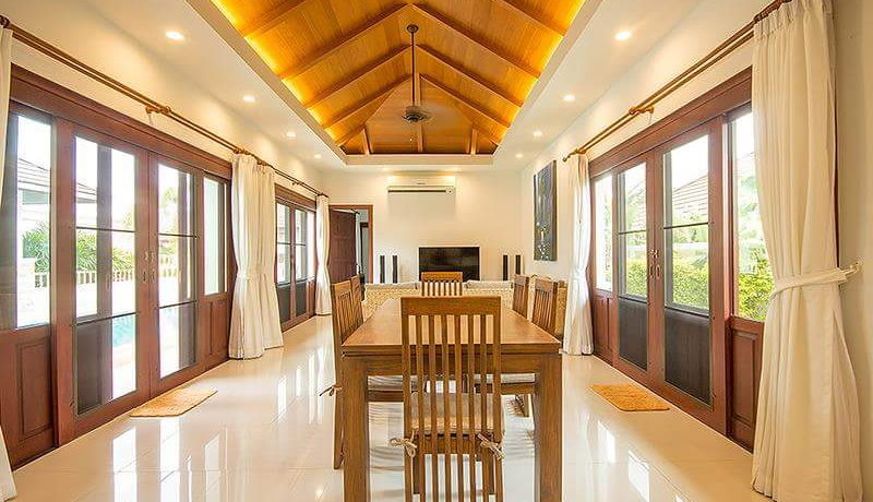 11 Spacious living dining room 2