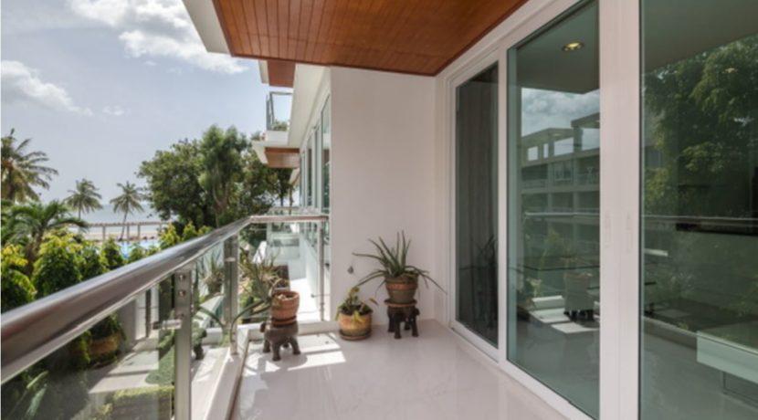 13 Large balcony
