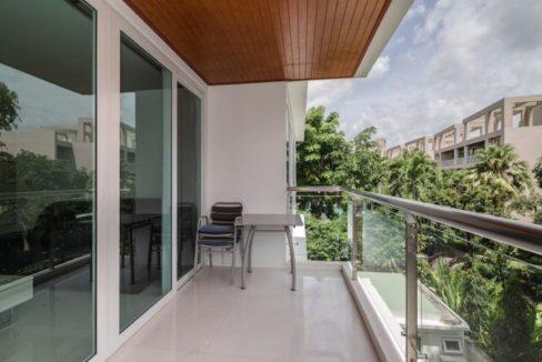 14 Large balcony