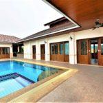 01 Balinese style pool villa
