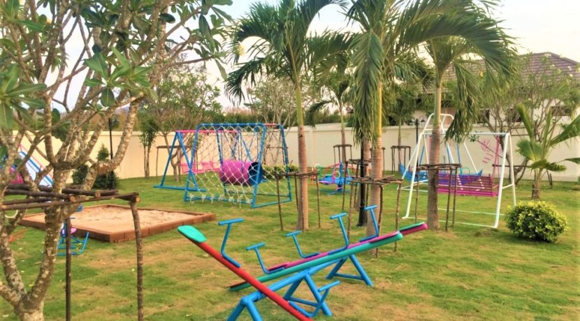 02 HHH56 Kids playground