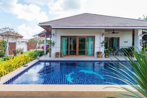 02 Luxury Balinese style villa at Hillside Hamlet