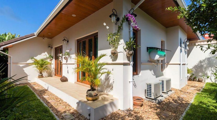05 Villa backyard