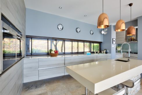 25 Fully fitted EU-style modern kitchen