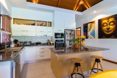 26 Open kitchen with dining isle