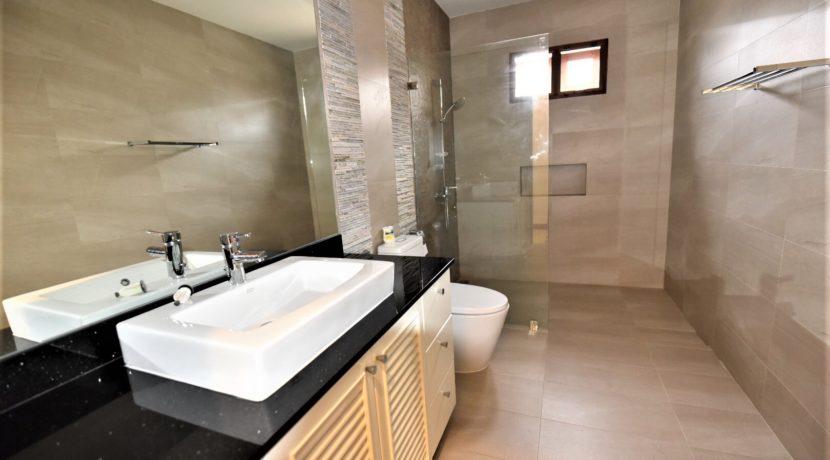 45 Bathroom 2 shared 1
