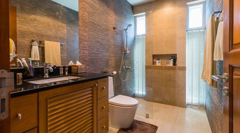 45 Bathroom 2 shared