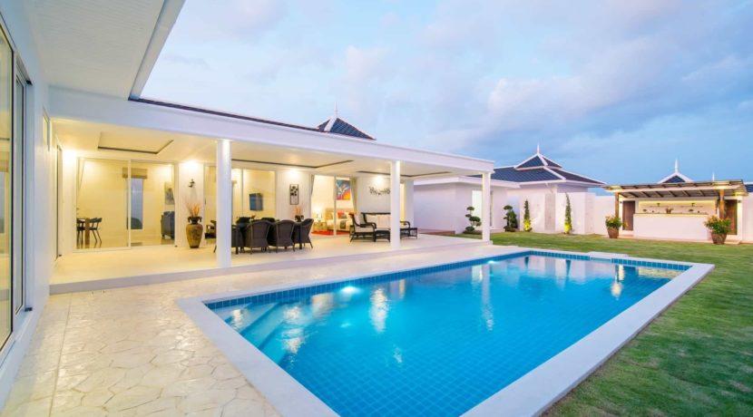 02 Large 4x10 meter swimming pool