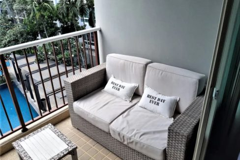 13 Furnished balcony with pool view