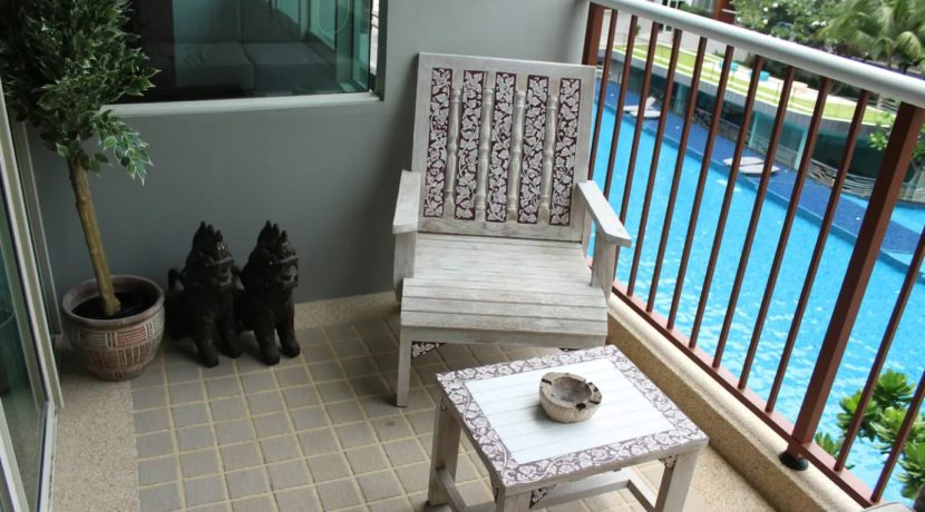 14 Furnished balcony with pool view