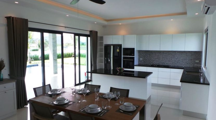 20 Dining area next to kitchen 3