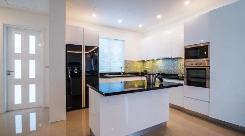 25 Fully fitted EU style kitchen