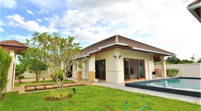 01 Luxury Balinese style villa at Hillside Hamlet