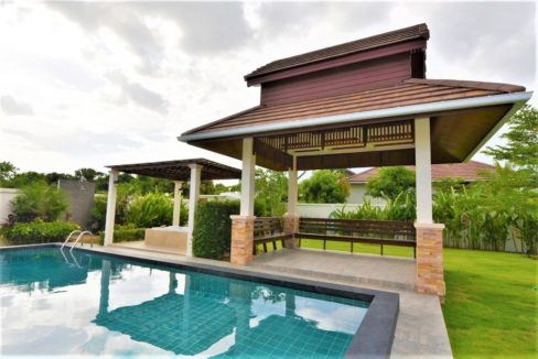 03 Large swimming pool and sala