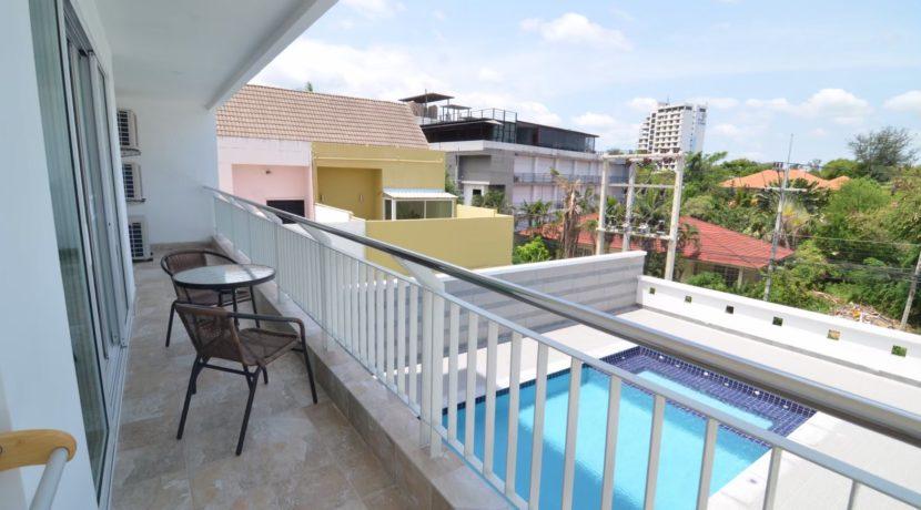 13 Wide balcony traversing condo facade