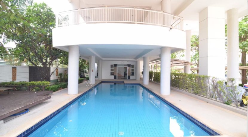 31 Communal pool2