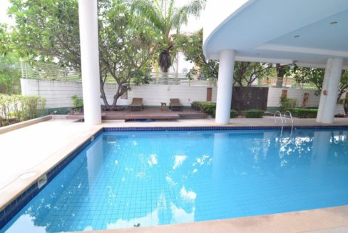 32 Communal pool2