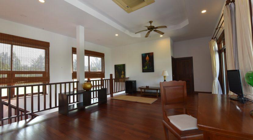 40 2nd floor living room