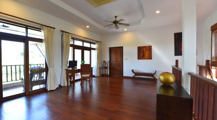 41 2nd floor living room