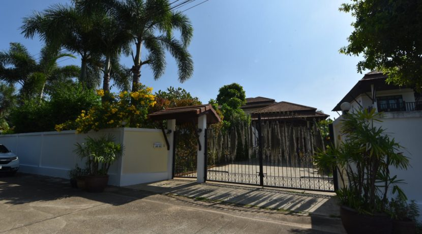 80 House fully fensed and gated