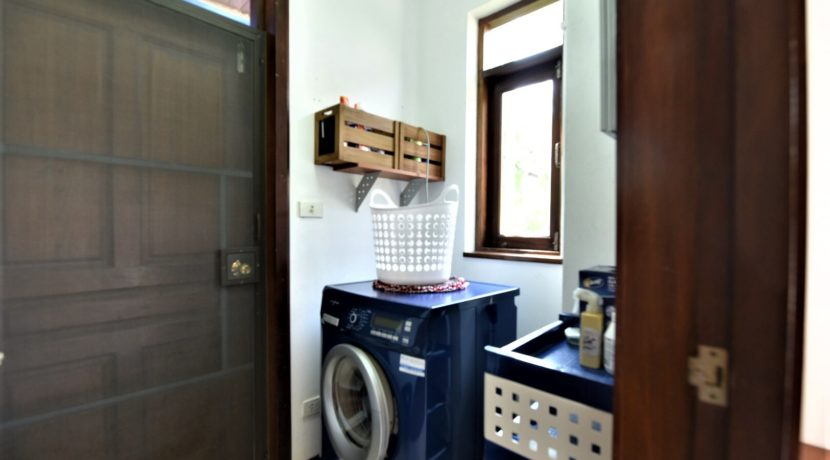 83 Laundry room