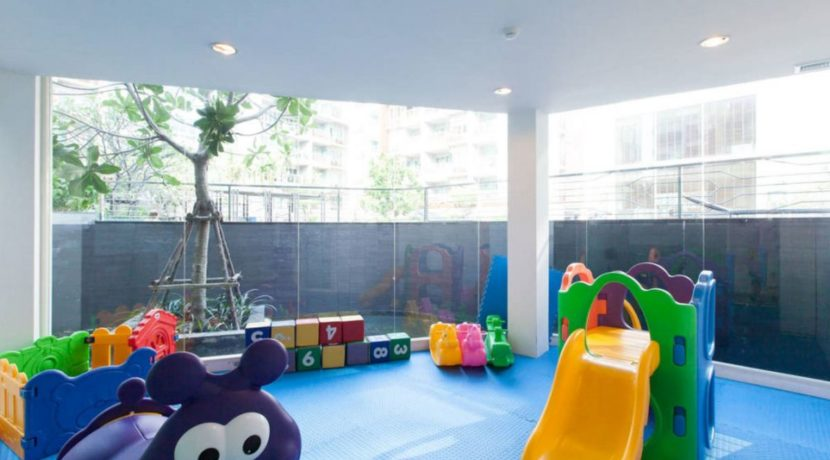 83 Kids playroom