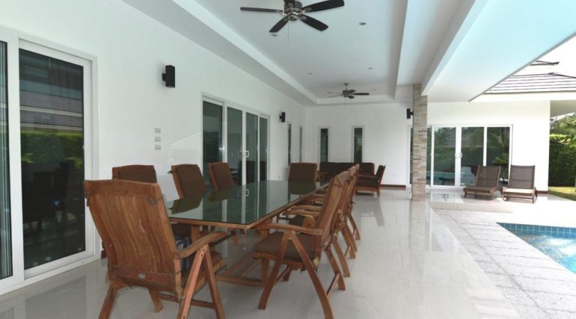 05 Fully furnished patio