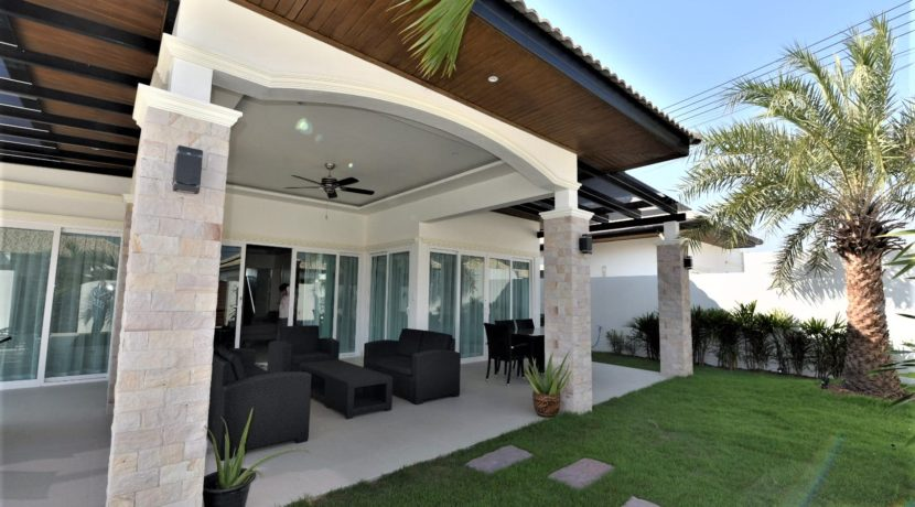 05A Fully furnished covered patio