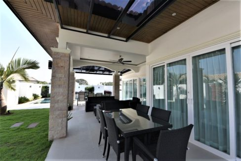 05C Fully furnished covered patio