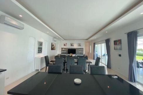 10 Spacious living dining lounge 3