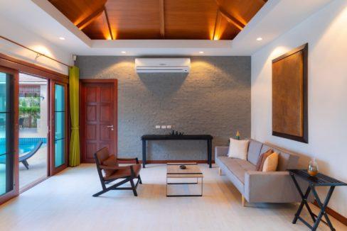 13 Spacious living dining lounge
