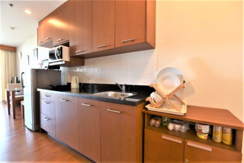16A Fully fitted open kitchen