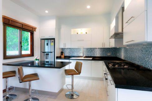 20 Dining Island in kitchen