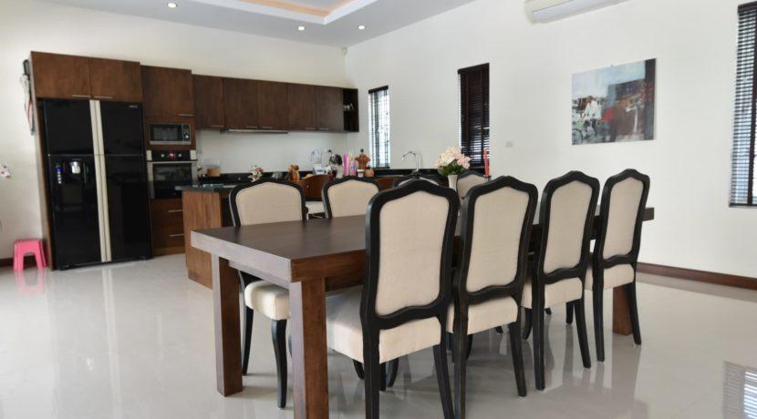 20 dinig area next to kitchen
