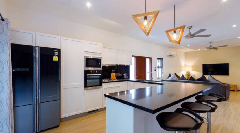 25 Fully fitted modern kitchen 1