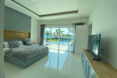 31 Spacious master bedroom 2