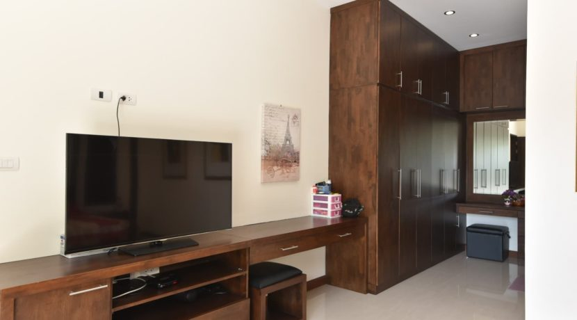 32 TV desk wardrobes and cosmetic set