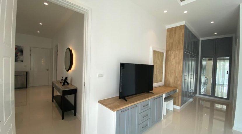 33 Built in wardrobes and TV work desk