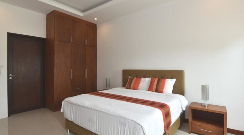 40 Bedroom 2 with ensuite bathroom