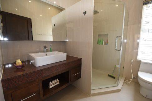 45 Ensuite bathroom 2 3