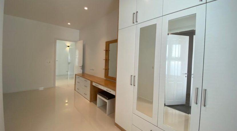 51 Large bedroom 3 1