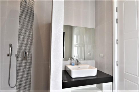 55 Ensuite bathroom 3 1